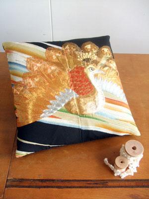 カナタツブログ@留袖からのリメイク…クッション(小座布団)、長財布、タペストリー