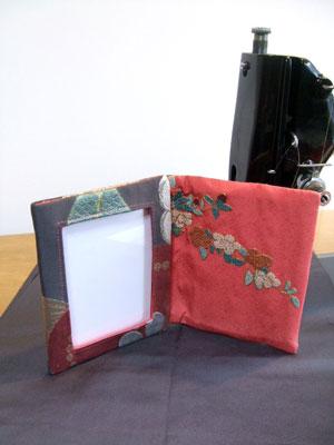 相良刺繍の振袖リメイクフォトスタンド 浜松のお客様もお気軽にご相談ください