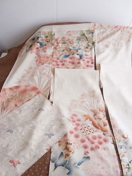 着物リメイクで半間暖簾を製作させて頂きました。