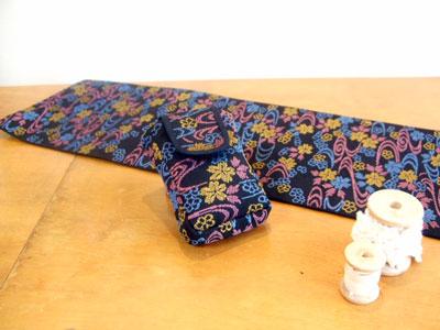 半幅帯からテーブルセンターとシガレットケース/古い着物からメガネケースと長財布をリフォーム
