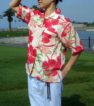 着物の柄を活かすなら…夏の着物リメイク定番『女性用アロハシャツ』