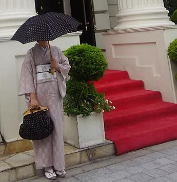 『着物好きだった祖母に素敵な報告ができます!』…お客様が着物リメイクのモデルです。